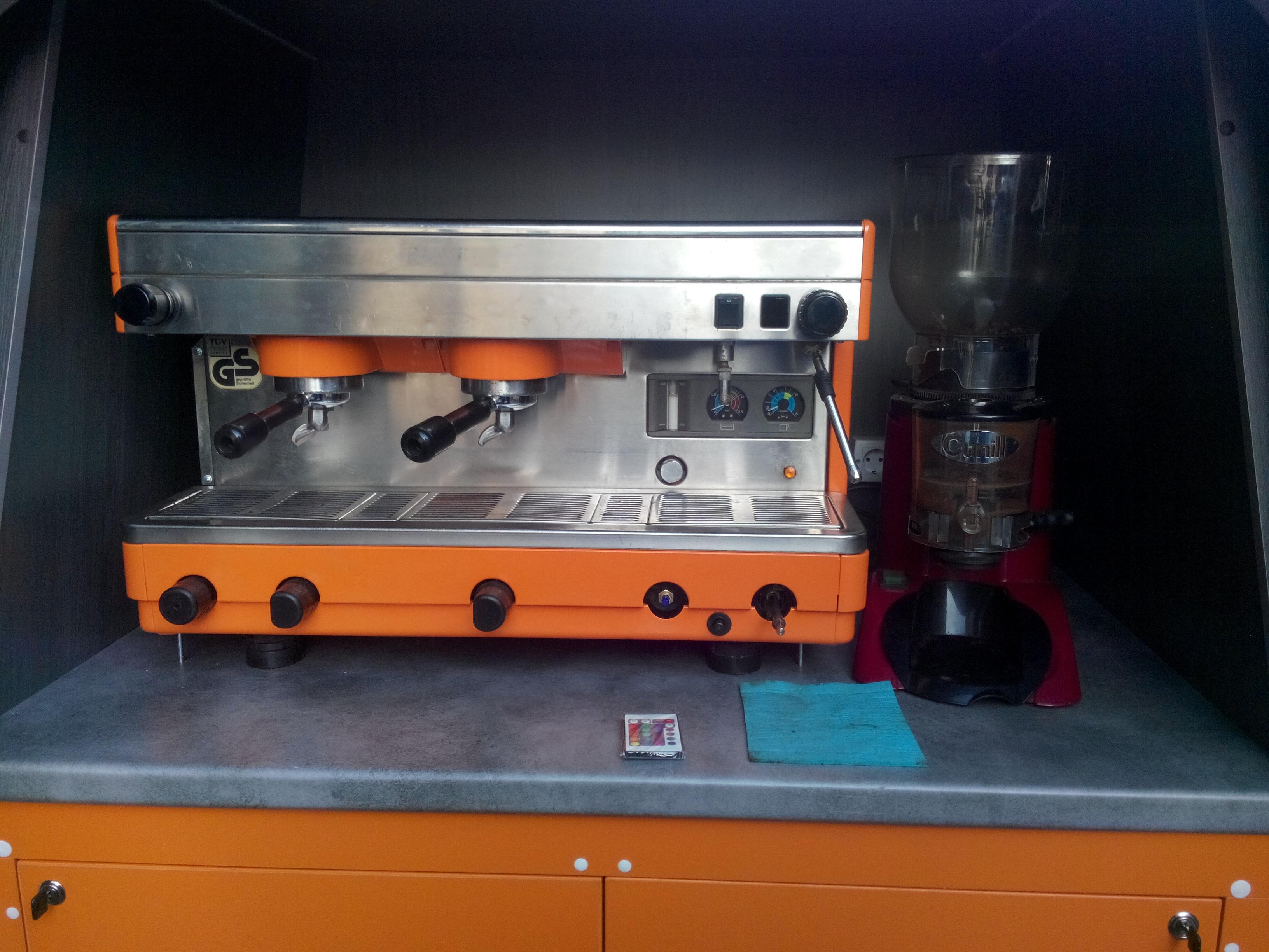 Мобильная кофейня на базе Рено кенгу с кофеваркой la cimbali