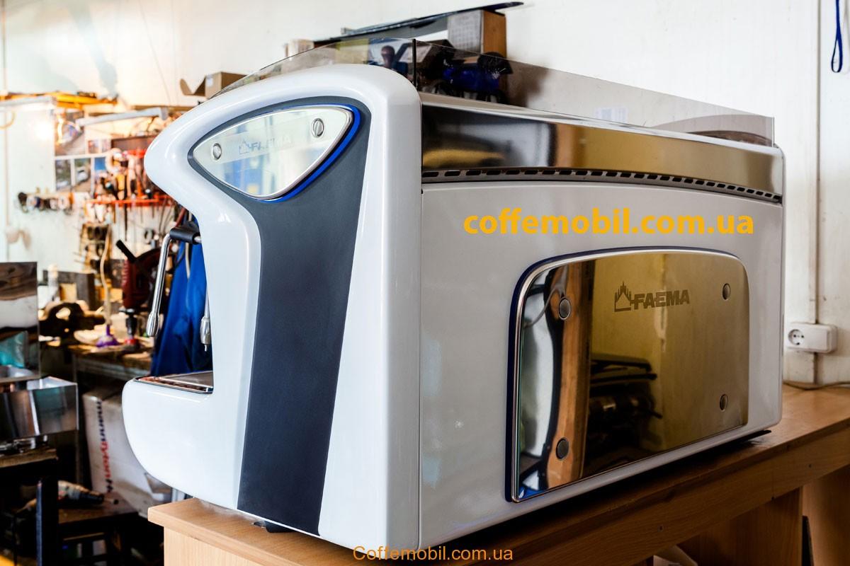 Профессиональная кофеварка Faema Emblema на 3 поста